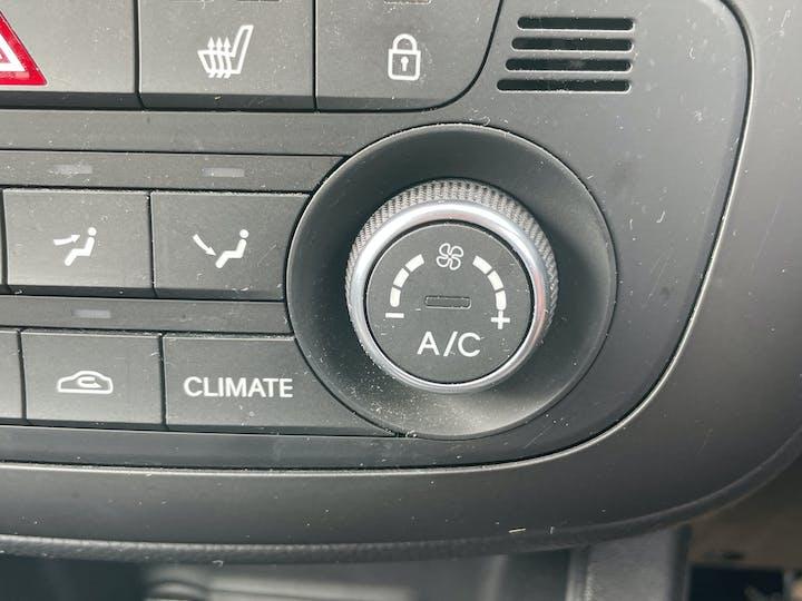 Kia Venga 1.6 3 Mpv 5dr Petrol (s/s) (123 Bhp) | FV18KOD | Photo 28