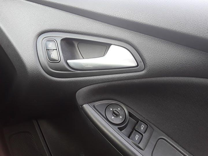 Ford Focus 1.5 TDCi 120PS ST-line Navigation 5dr   MF68OWV   Photo 28