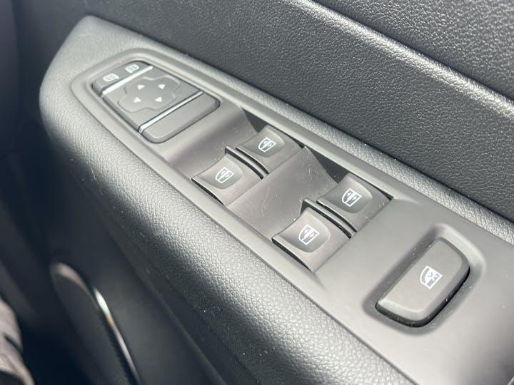 Renault Captur 0.9 Tce Energy Iconic SUV 5dr Petrol (s/s) (90 Ps)   YF68VVB   Photo 28