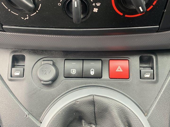Peugeot Partner 1.6 Bluehdi Professional L1 Panel Van 5dr Diesel Manual SWB (112 G/km, 97.64 Bhp)   LS68ZNZ   Photo 29