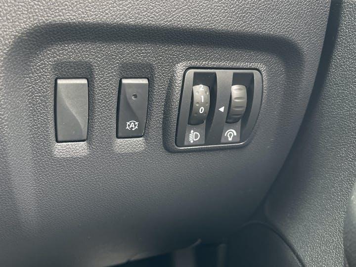 Renault Captur 0.9 Tce Energy Iconic SUV 5dr Petrol (s/s) (90 Ps)   YF68VVB   Photo 29