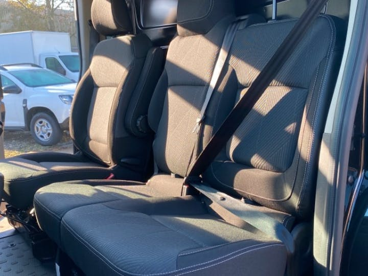 Renault Trafic 2.0 DCi Energy 30 Sport Nav Panel Van 5dr Diesel Manual LWB Standard Roof Eu6 (s/s) (120 Ps) | FV70KPX | Photo 3