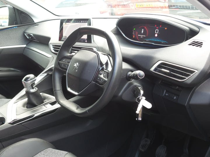 Peugeot 3008 1.2 Puretech Allure SUV 5dr Petrol (s/s) (130 Ps) | FY67GWE | Photo 3
