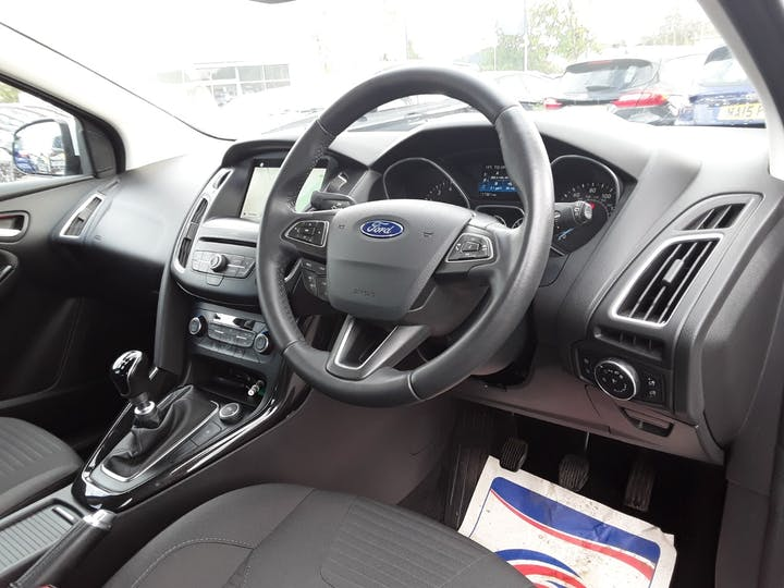 Ford Focus 1.0t Ecoboost Titanium Hatchback 5dr Petrol (s/s) (125 Ps) | MD18GZX | Photo 3