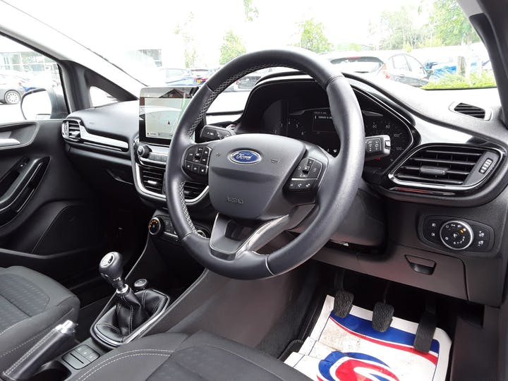 Ford Fiesta 1.0t Ecoboost Titanium Hatchback 5dr Petrol Manual (s/s) (100 Ps) | MD67KCJ | Photo 3