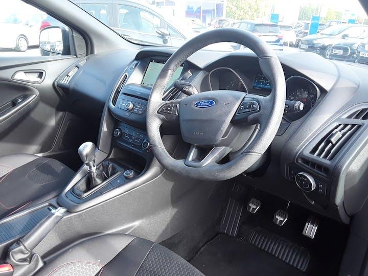 Ford Focus 1.5 TDCi 120PS ST-line Navigation 5dr   MF68OWV   Photo 3