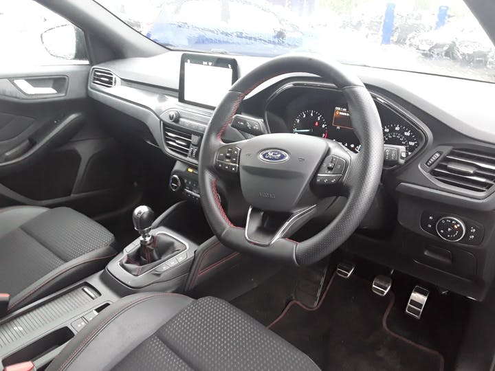 Ford Focus 1.0 Ecoboost 125PS ST-line X 5dr   MH68PYG   Photo 3