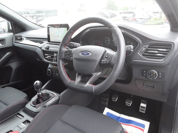 Ford Focus 1.0t Ecoboost St Line Hatchback 5dr Petrol Manual (s/s) (125 Ps) | ML19VBF | Photo 3