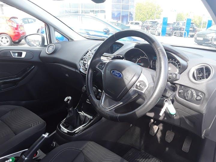 Ford Fiesta 1.0 Ecoboost Titanium Hatchback 5dr Petrol Manual (s/s) (99 G/km, 123 Bhp) | ML64MGV | Photo 3