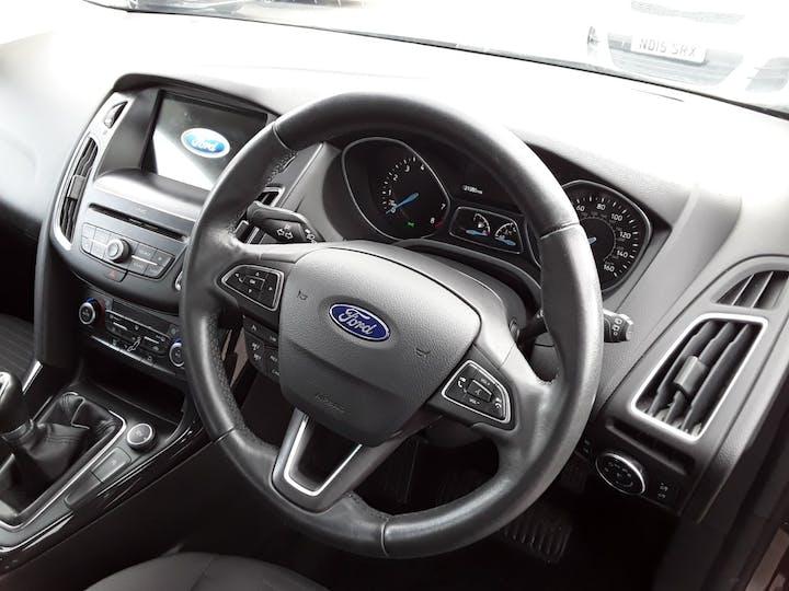 Ford Focus 1.0t Ecoboost Titanium Hatchback 5dr Petrol (s/s) (100 Ps) | MM17EHE | Photo 3
