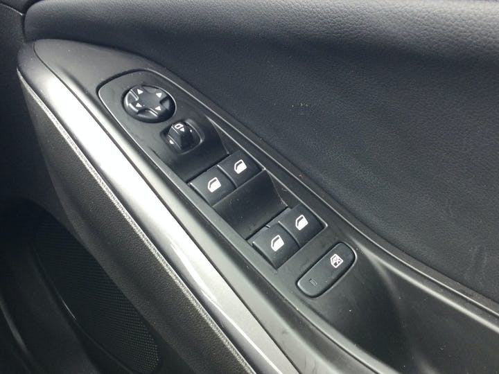 Vauxhall Grandland X 1.2 Turbo SRi Nav SUV 5dr Petrol Manual (s/s) (130 Ps)   DT69YAW   Photo 30