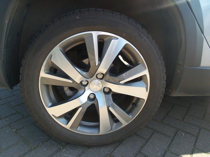Peugeot 2008 1.2 Puretech Allure SUV 5dr Petrol Eat (s/s) (110 Ps) | FY68HVP | Photo 4