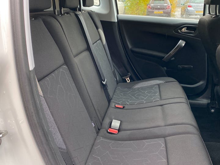 Peugeot 2008 1.2 Puretech Active SUV 5dr Petrol (82 Bhp) | GK67EXR | Photo 4