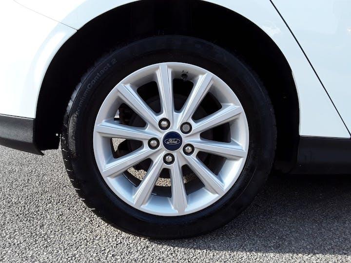 Ford Focus 1.0 Ecoboost Titanium 5dr | MD17AHO | Photo 4