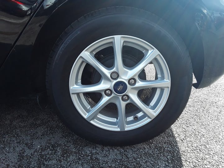 Ford Fiesta 1.1 Zetec 5dr | MD17OUG | Photo 4