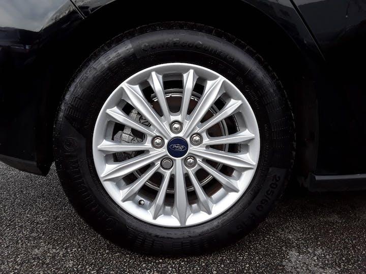 Ford Focus 1.0t Ecoboost Titanium Hatchback 5dr Petrol Manual (s/s) (125 Ps)   MD68YBJ   Photo 4
