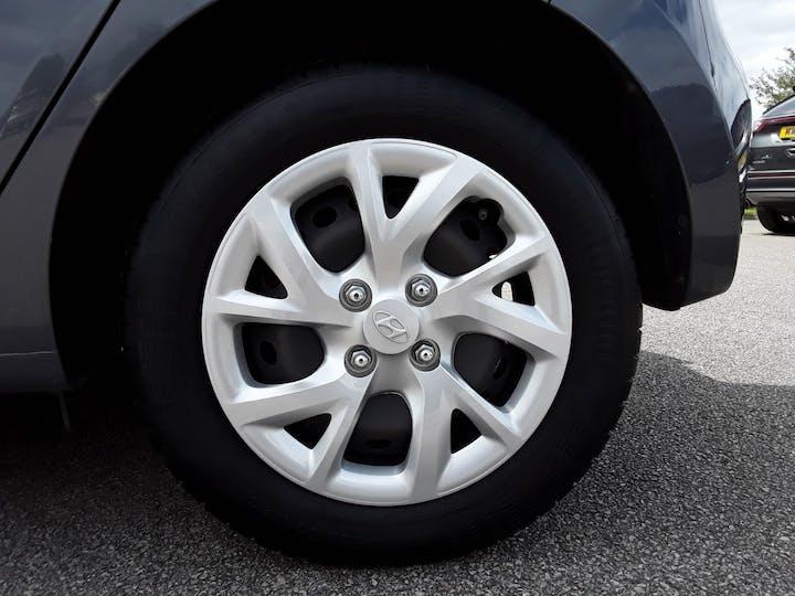 Hyundai i10 1.0 SE Hatchback 5dr Petrol (66 Ps) | MF67CSU | Photo 4