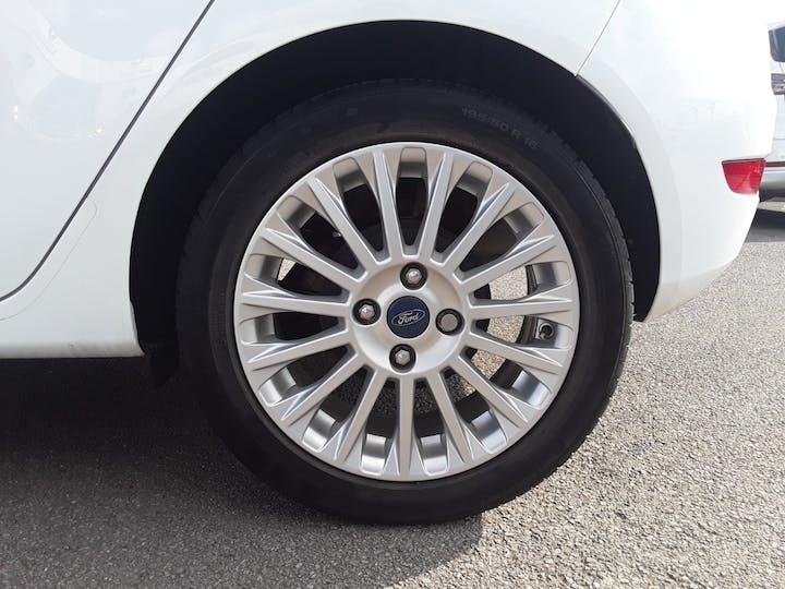 Ford Fiesta 1.0 Ecoboost Titanium Hatchback 5dr Petrol Manual (s/s) (99 G/km, 123 Bhp) | ML64MGV | Photo 4