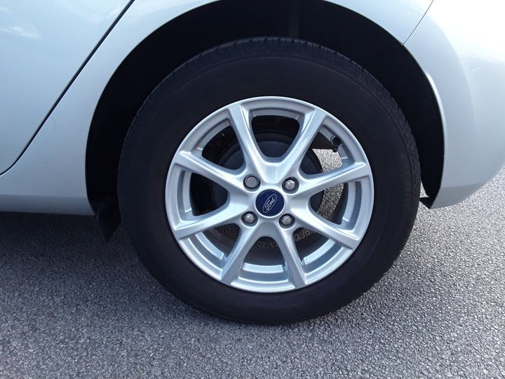 Ford Fiesta 1.0t Ecoboost Zetec Hatchback 5dr Petrol Manual (s/s) (100 Ps) | MM67VKN | Photo 4
