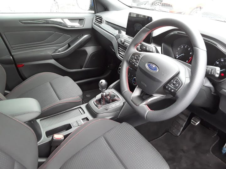 Ford Focus 1.0t Ecoboost St Line Hatchback 5dr Petrol Manual (s/s) (125 Ps)   MM69UHT   Photo 4