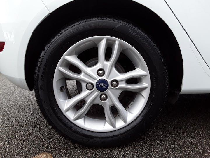 Ford Fiesta 1.25 Zetec Hatchback 5dr Petrol Manual (120 G/km, 81 Bhp) | MW64KPT | Photo 4