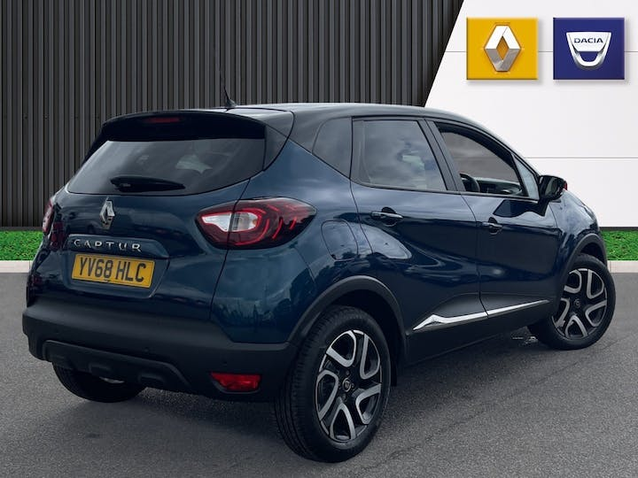 Renault Captur 0.9 Tce Iconic SUV 5dr Petrol (s/s) (90 Ps)   YV68HLC   Photo 4