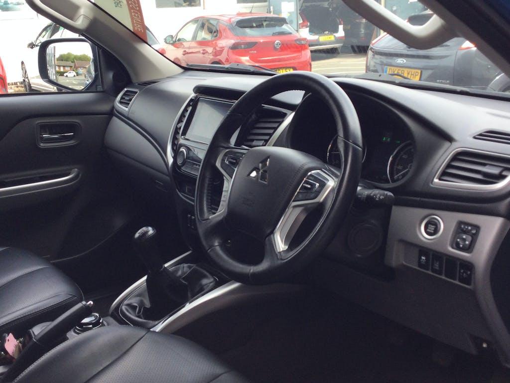 Mitsubishi L200 Pickup 6