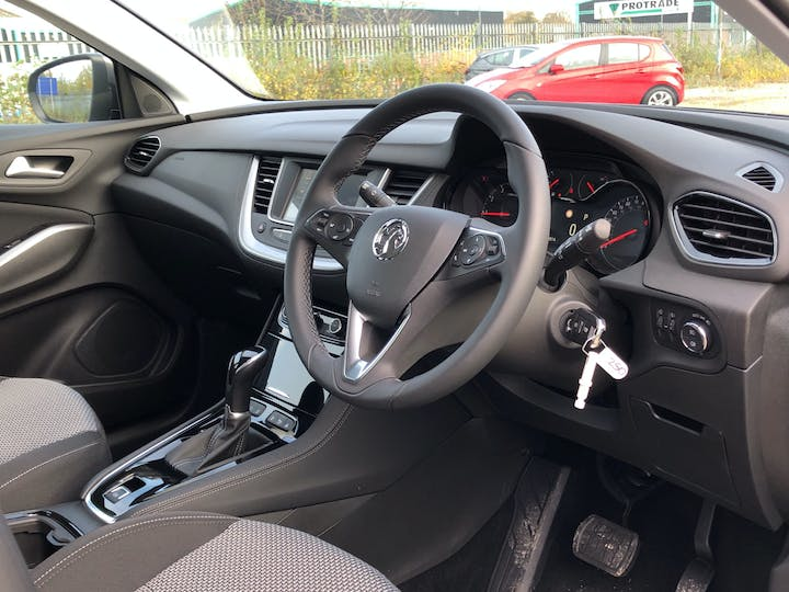 Vauxhall Grandland X 1.5 Turbo D Blueinjection SE SUV 5dr Diesel Auto (s/s) (130 Ps) | FP70KHL | Photo 5