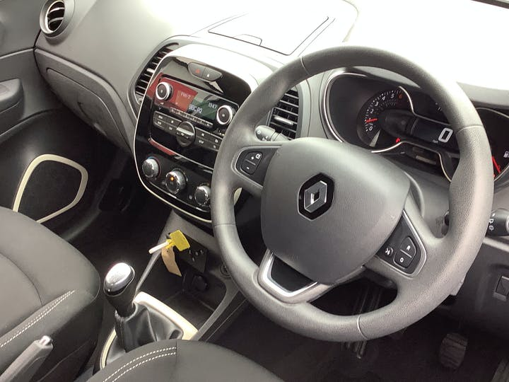 Renault Captur 0.9 Tce Energy Play SUV 5dr Petrol (s/s) (90 Ps) | HJ68VJG | Photo 5