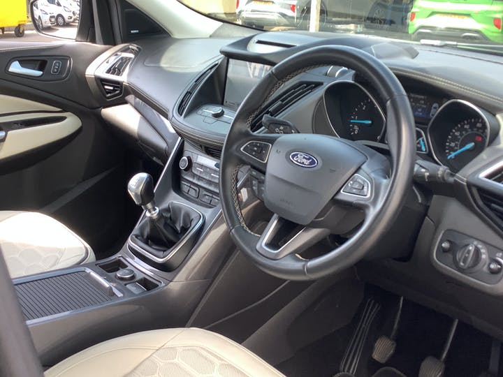 Ford Kuga 2.0 TDCi Ecoblue Vignale SUV 5dr Diesel Manual (s/s) (150 Ps)   MJ18EOA   Photo 5