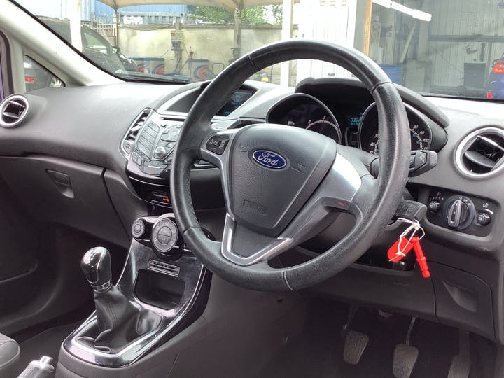 Ford Fiesta 1.5 TDCi Zetec Hatchback 3dr Diesel Manual (98 G/km, 74 Bhp) | MX15ZZG | Photo 5