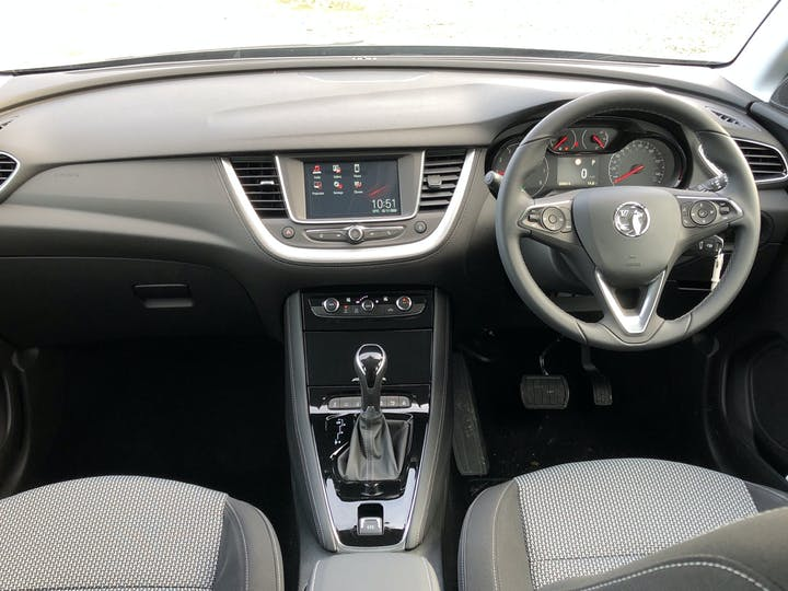 Vauxhall Grandland X 1.5 Turbo D Blueinjection SE SUV 5dr Diesel Auto (s/s) (130 Ps) | FP70KHL | Photo 6