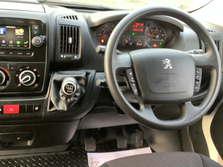 Peugeot Boxer 2.2 Bluehdi 335 Professional Panel Van 5dr Diesel Manual L2 H2 Eu6 (s/s) (140 Ps) | LL69PUY | Photo 6