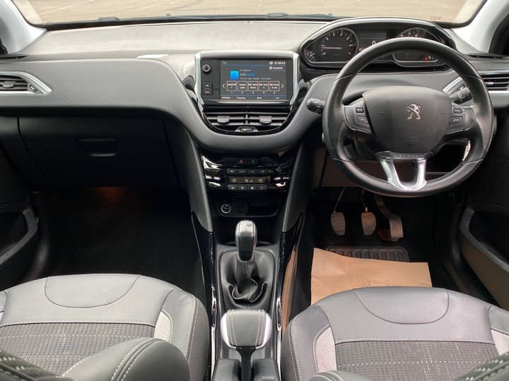 Peugeot 2008 1.2 Puretech Allure Premium SUV 5dr Petrol (s/s) (82 Ps) | LR19ANU | Photo 6