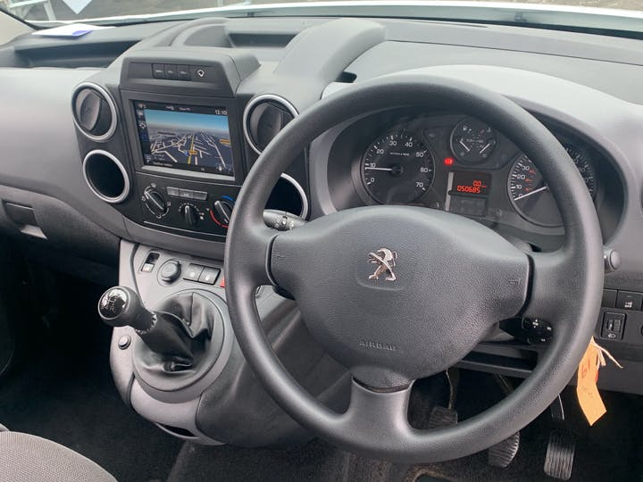 Peugeot Partner 1.6 Bluehdi Professional L1 Panel Van 5dr Diesel Manual SWB (112 G/km, 97.64 Bhp)   LS68ZNZ   Photo 6