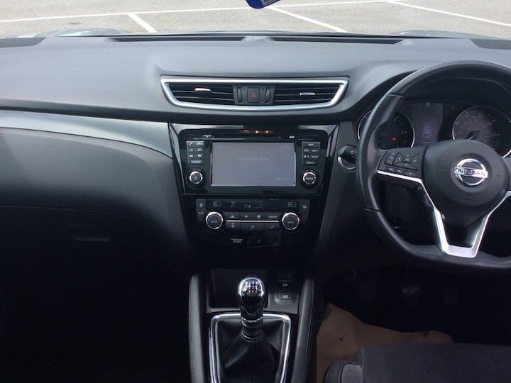 Nissan Qashqai 1.5 DCi N Connecta SUV 5dr Diesel Manual (s/s) (110 Ps)   YE67LYY   Photo 6