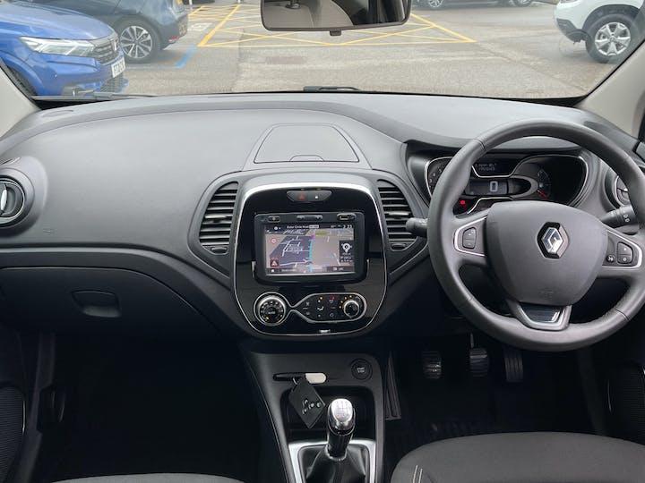 Renault Captur 0.9 Tce Energy Iconic SUV 5dr Petrol (s/s) (90 Ps)   YF68VVB   Photo 6