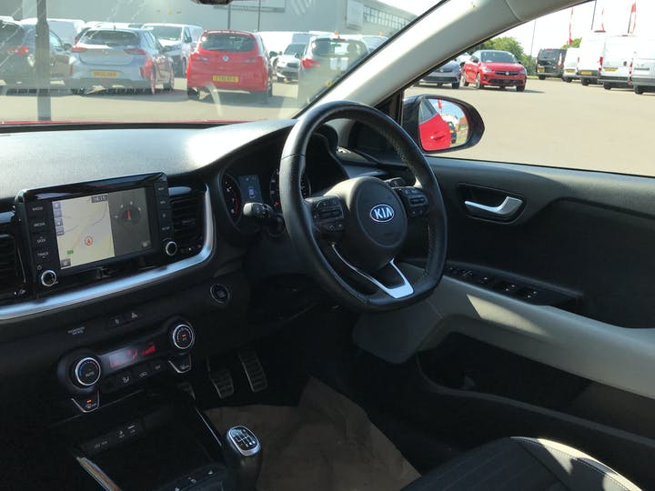 Kia Stonic 1.0 T Gdi First Edition SUV 5dr Petrol (s/s) (118 Bhp)   AP18EWG   Photo 7