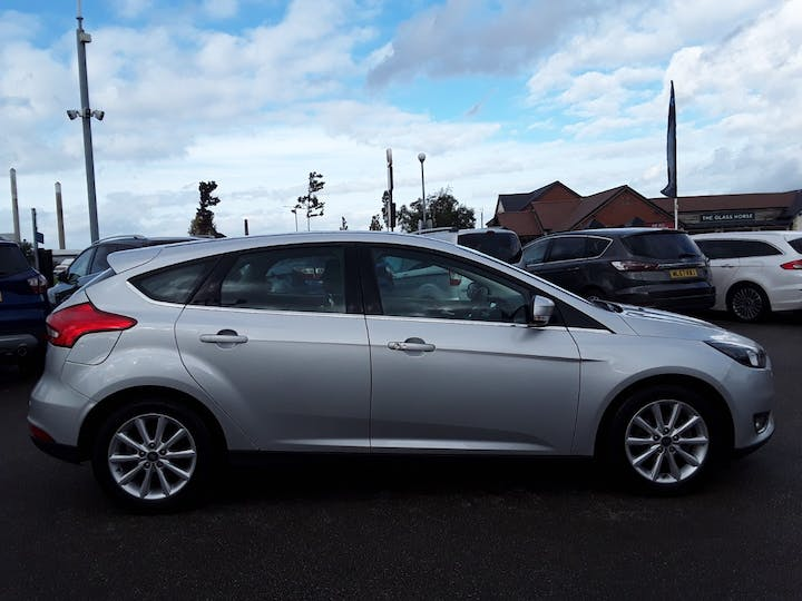 Ford Focus 1.0t Ecoboost Titanium Hatchback 5dr Petrol (s/s) (125 Ps) | MD18GZX | Photo 7