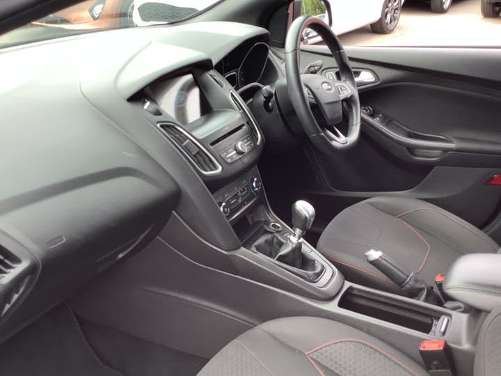 Ford Focus 1.0t Ecoboost St Line Hatchback 5dr Petrol (s/s) (140 Ps)   MF18TDZ   Photo 7