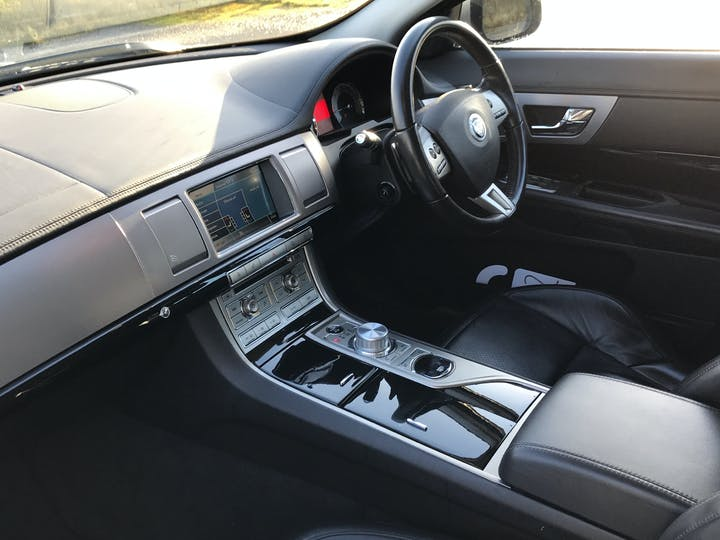 Jaguar XF 3.0 TD V6 S Premium Luxury Saloon 4dr Diesel Automatic (169 G/km, 271 Bhp) | RE11WBK | Photo 7