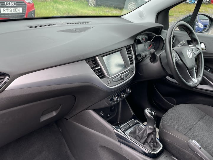 Vauxhall Crossland X 1.6 Turbo D Ecotec Blueinjection SE SUV 5dr Diesel Manual (s/s) (99 Ps) | YD18NHM | Photo 7