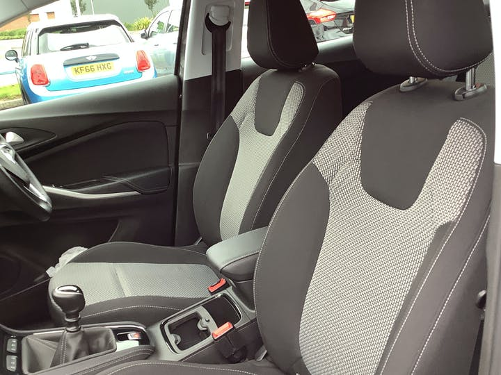 Vauxhall Grandland X 1.5 Turbo D Blueinjection SE SUV 5dr Diesel Manual (s/s) (130 Ps)   DS69WHX   Photo 8