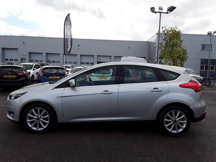 Ford Focus 1.0t Ecoboost Titanium Hatchback 5dr Petrol (s/s) (125 Ps) | MD18GZX | Photo 8