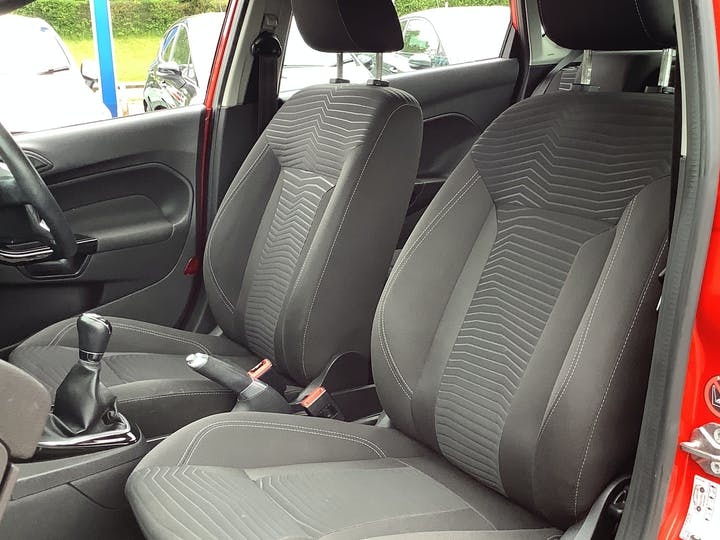 Ford Fiesta 1.25 Zetec Hatchback 5dr Petrol Manual (120 G/km, 81 Bhp)   MX63MYZ   Photo 8
