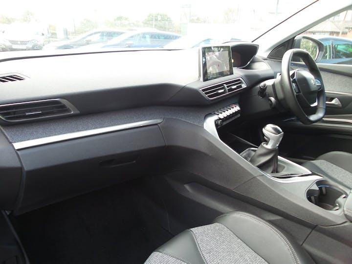 Peugeot 3008 1.2 Puretech Allure SUV 5dr Petrol (s/s) (130 Ps) | FY67GWE | Photo 9