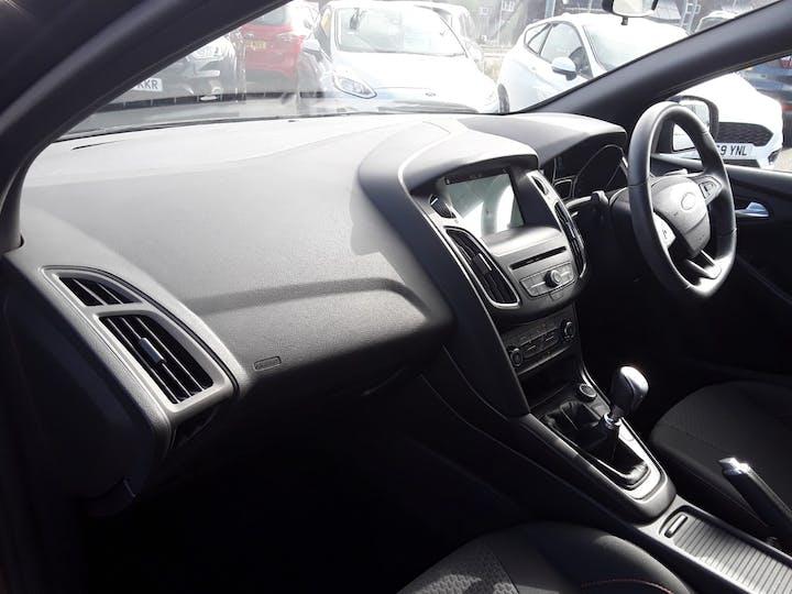 Ford Focus 1.5 TDCi St Line Hatchback 5dr Diesel (s/s) (120 Ps) | MF68OWV | Photo 9