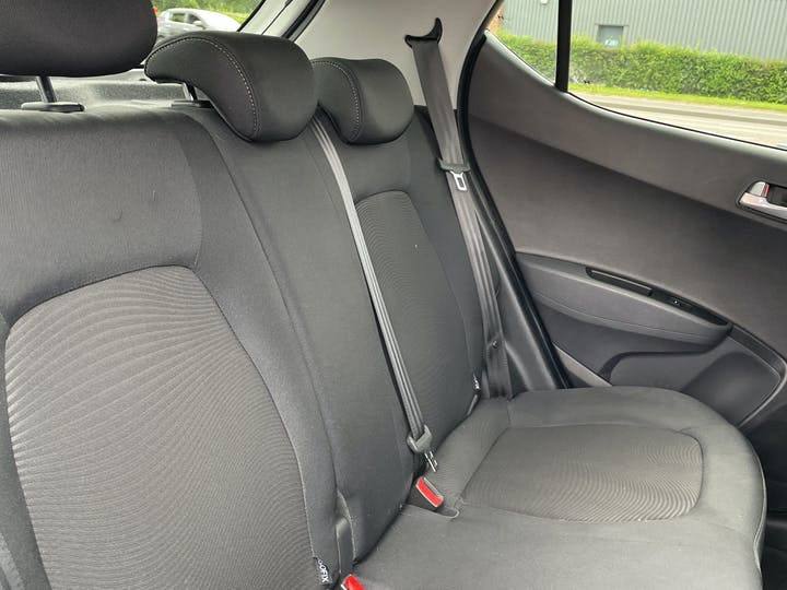 Hyundai i10 1.2 Premium SE Hatchback 5dr Petrol (87 Ps) | MJ67KVC | Photo 9