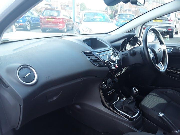 Ford Fiesta 1.0 Ecoboost Titanium Hatchback 5dr Petrol Manual (s/s) (99 G/km, 123 Bhp) | ML64MGV | Photo 9