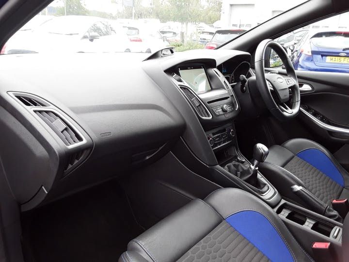 Ford Focus 2.0 TDCi 185PS ST-2 Navigation 5dr | MV18RXG | Photo 9